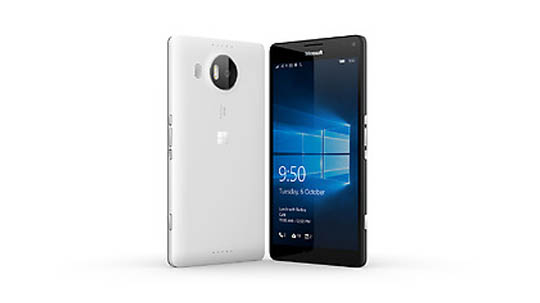 White Lumia 950 XL Dual SIM facing backwards to show camera and a black Lumia 950 XL Dual SIM facing forwards showing glance screen feature