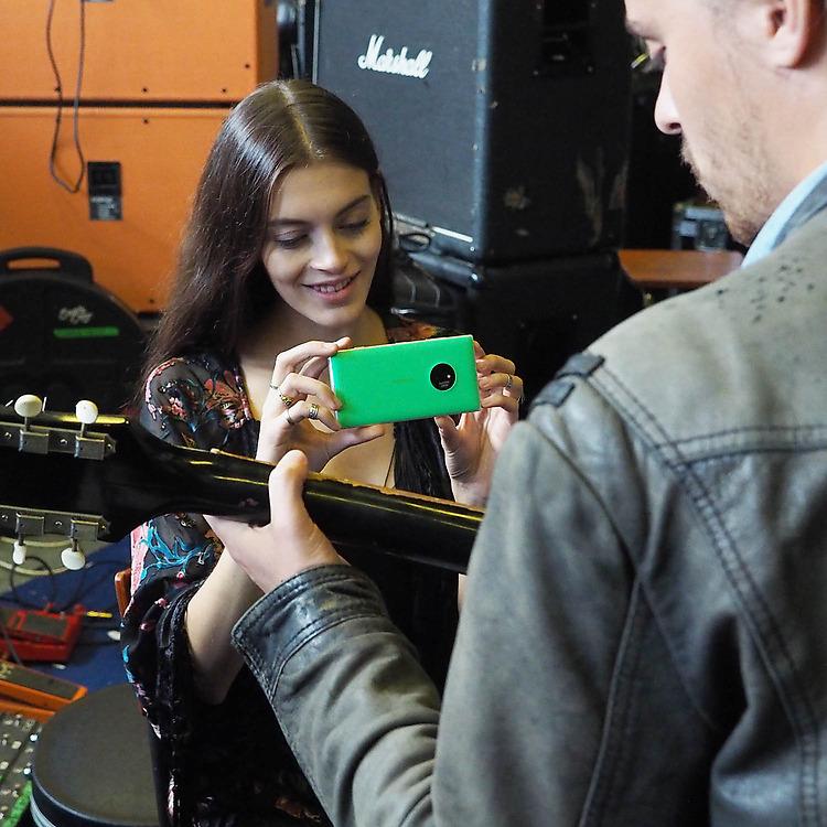 Nokia-Lumia-830-sharing11